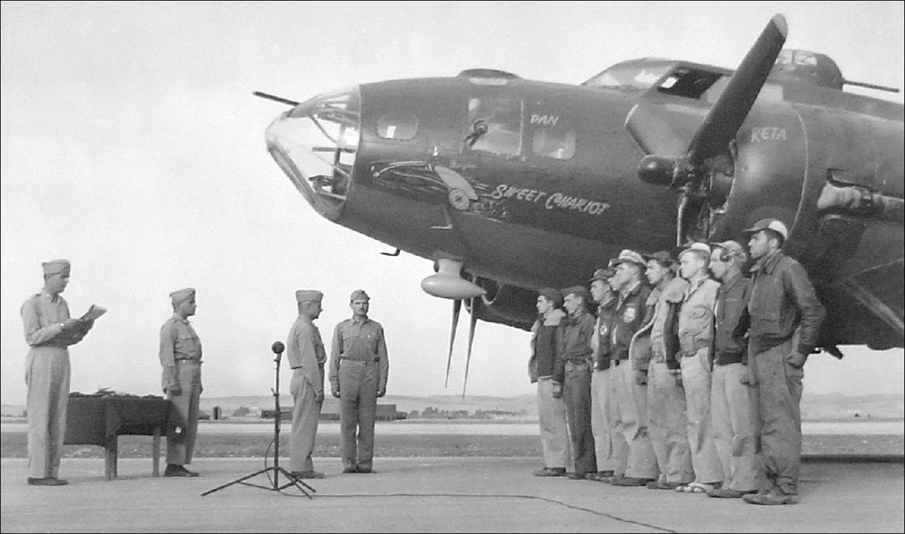 1942-08-16 414th B-17E 41-9023 Yankee Doodle Crew with Rudy-1a
